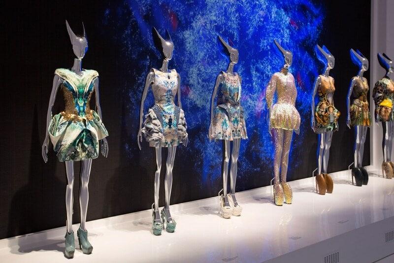 Bộ sưu tập thiết kế  thời trang theo phong cách avant-garde của Alexander McQueen