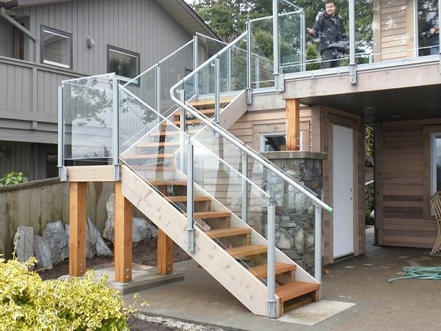 Cầu thang chữ L giúp cấu tạo của căn nhà trông độc đáo hơn