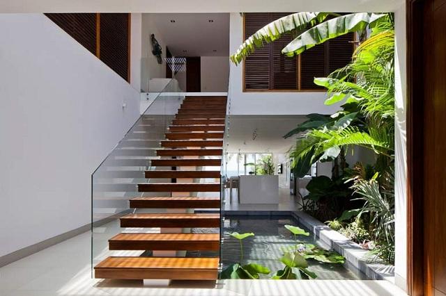 Cầu thang dạng thẳng siêu xinh làm tổng thể căn nhà trông vô cùng sang trọng