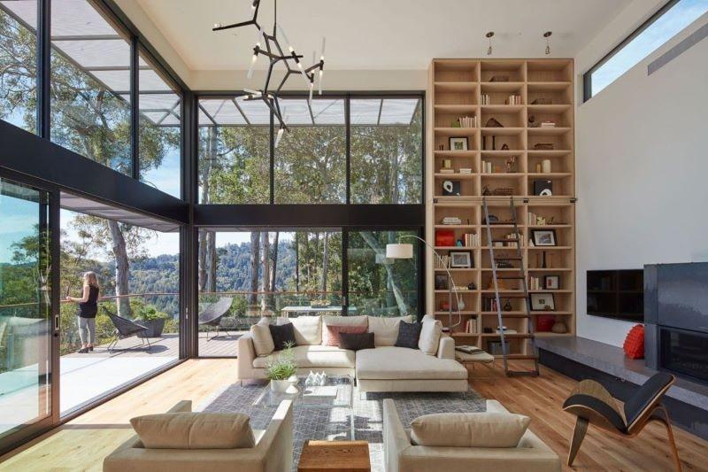 Cửa sổ cao rộng giúp tận dụng ánh sáng tự nhiên