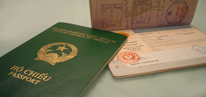 Hộ chiếu và có xác nhận của cơ quan nhập cảnh Việt Nam