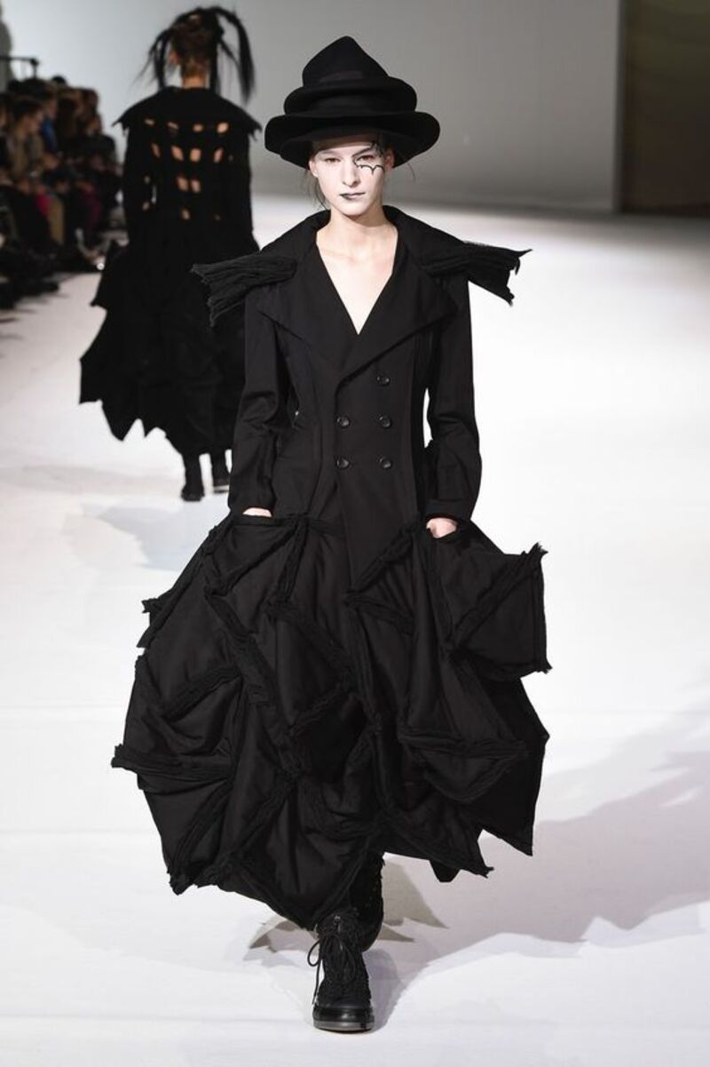 Những thiết kế của Yohji Yamamoto