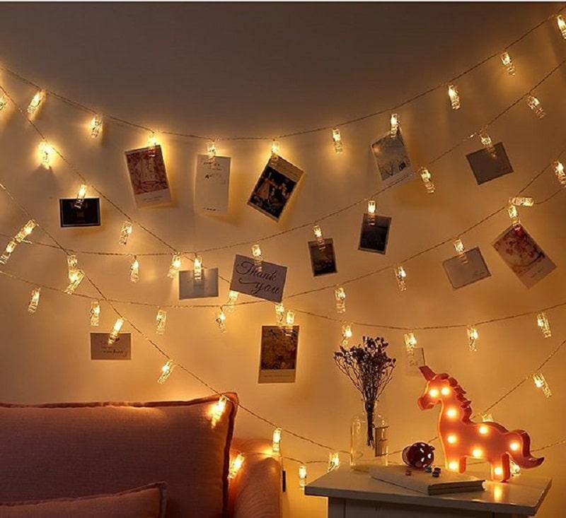 Trang trí đèn led cùng những bức hình