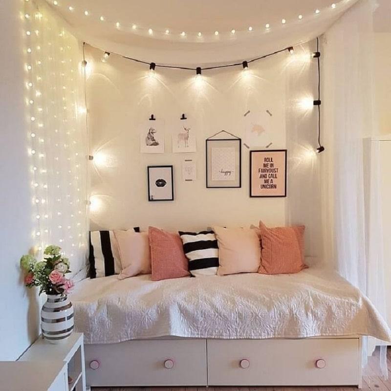 Trang trí đèn led ở khung giường