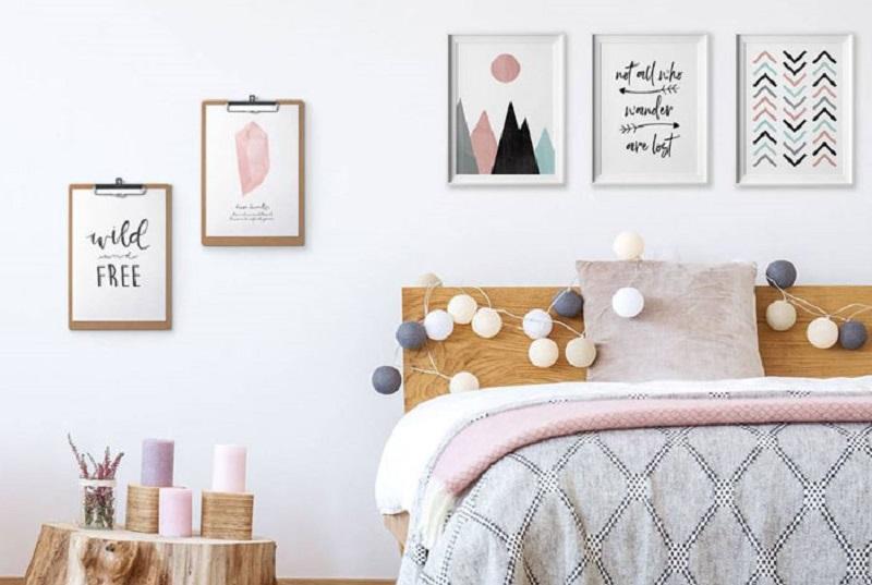 Trang trí phòng ngủ bằng khung ảnh, hoa giấy