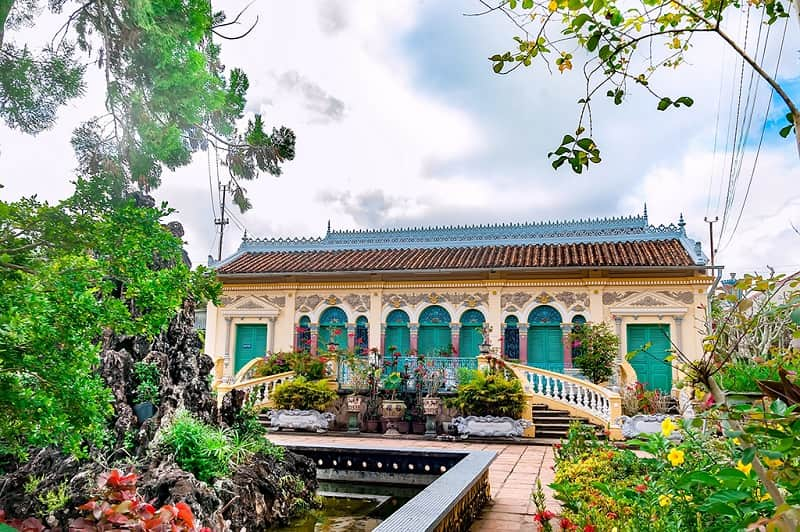 Vẻ đẹp của kiến trúc Pháp cổ xưa kết hợp truyền thống Việt của nhà cổ Bình Thủy