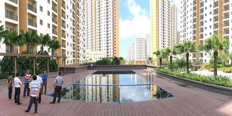 Tận hưởng không gian bể bơi lớn tại chung cư Thuận Việt Quận 2